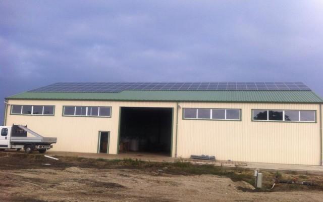 50 kW-os kelet-nyugati tájolású napelemes rendszer Tiszavasvári