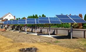 Hálózatra tápláló napelemes rendszer egyedi napkövető szerkezeten