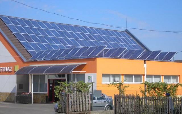 36 kW teljesítményű hálózatra visszatápláló napelemes rendszer