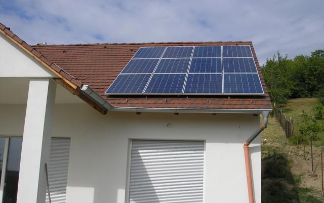5 kW teljesítményű hálózatra tápláló napelemes rendszer része
