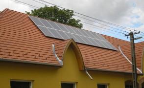 4,9 kW teljesítményű napelemes rendszer Páhi