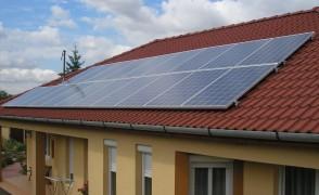 5 kW hálózatra visszatápláló napelemes rendszer Bramac cseréptetőn