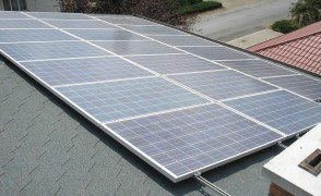 5 kW hálózatra visszatápláló napelemes rendszer zsindelytetőn