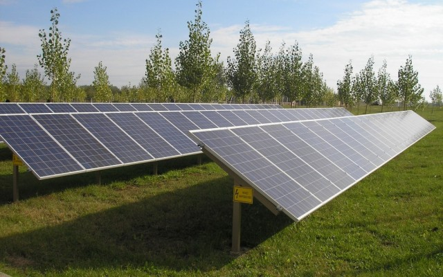 17,3 kW hálózatra visszatápláló napelemes rendszer földi tartón